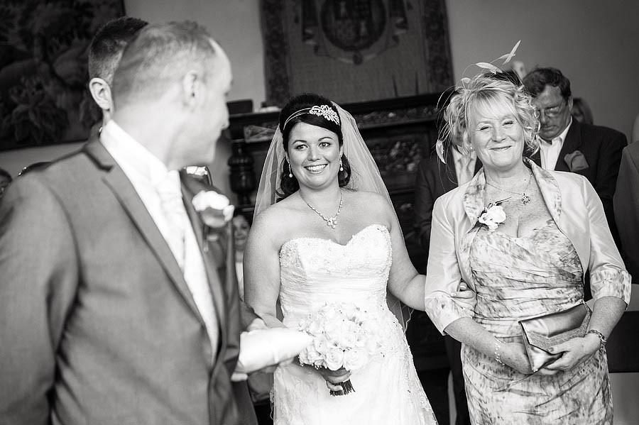 hawkesyard-hall-019-wedding-photographers