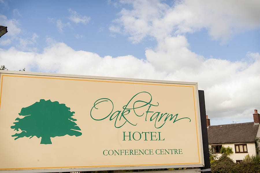 oak-farm-cannock-002-contemporary-wedding-photographers