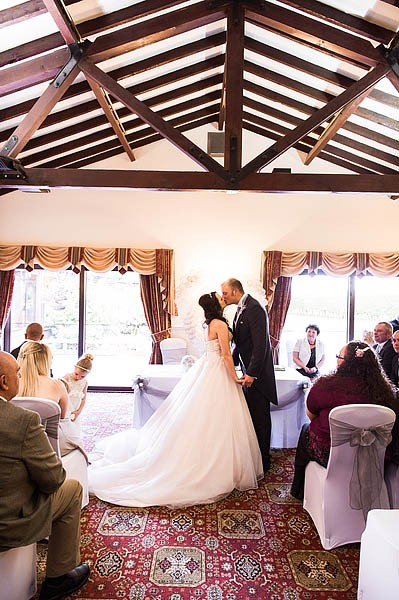 oak-farm-cannock-014-contemporary-wedding-photographers