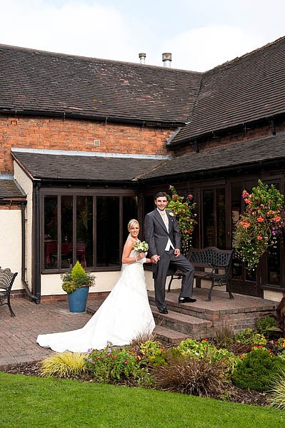 oak-farm-cannock-016-contemporary-wedding-photographers
