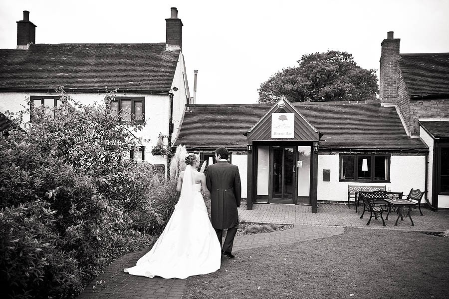 oak-farm-cannock-017-contemporary-wedding-photographers