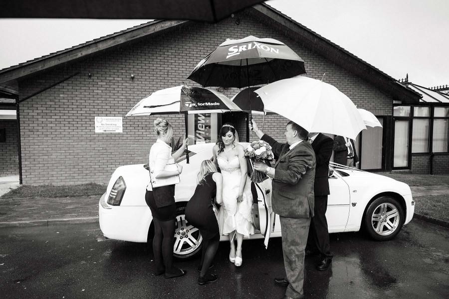 036-wet-weather-wedding-photography-calderfields-walsall