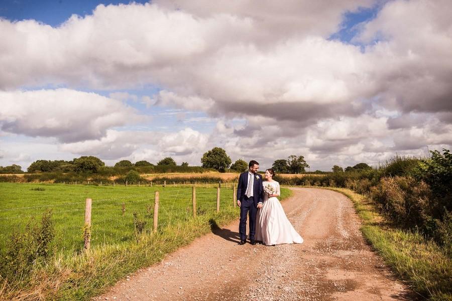 039-contemporary-countryside-wedding-photography