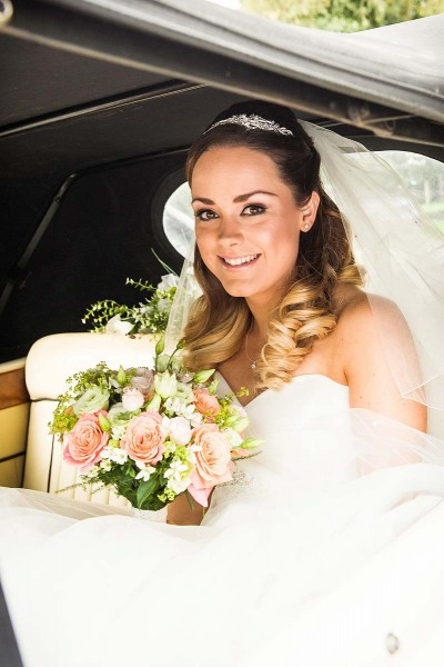050-contemporary-natural-wedding-portraits-brides-arrival