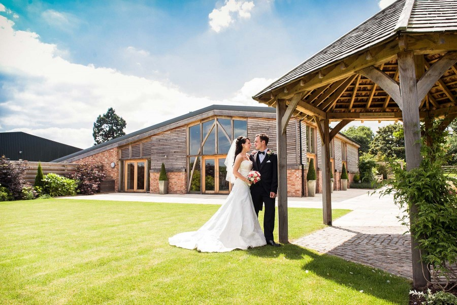 116-beautiful-summer-weddings-mythe-barn-atherstone