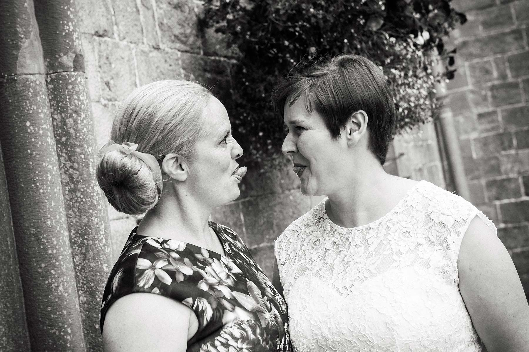 clearwell-castle-wedding-photographers-009