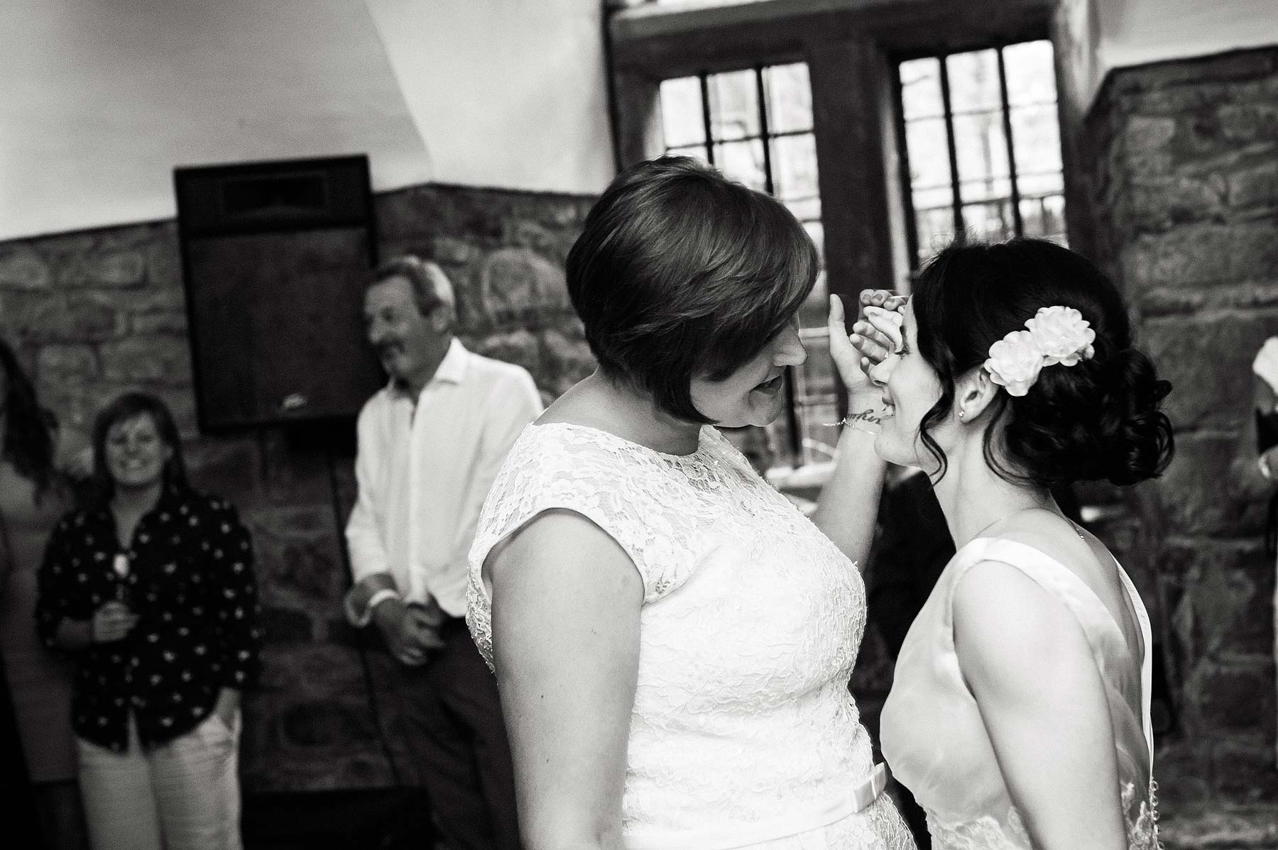 clearwell-castle-wedding-photographers-062