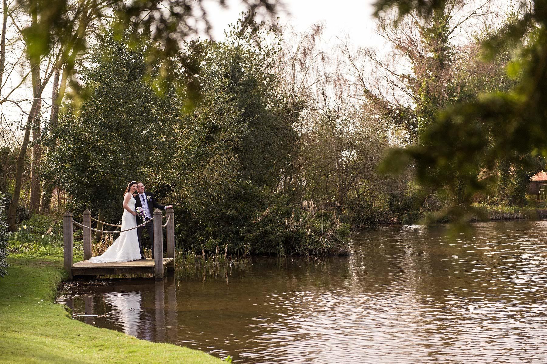 moathouse-actontrussell-wedding-photographer-088