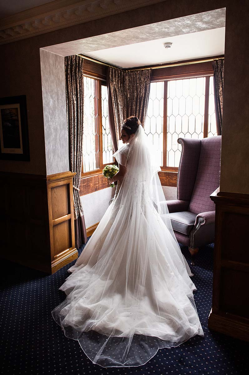 spring-wedding-photographs-moat-house-018