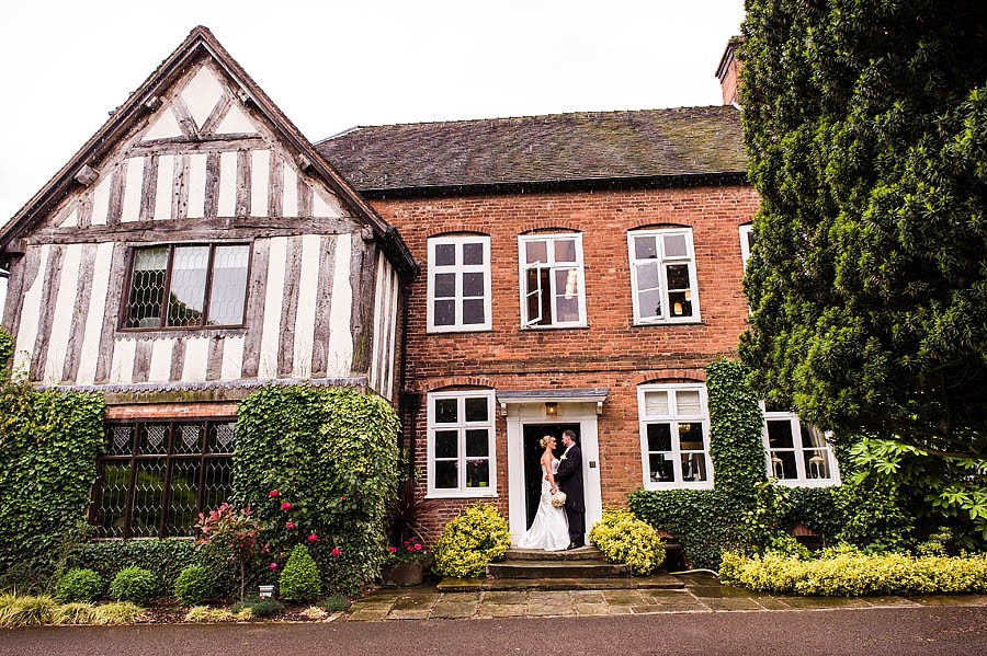 moat-house-acton-trussell-wedding-photographs004-recommended-wedding-photographers