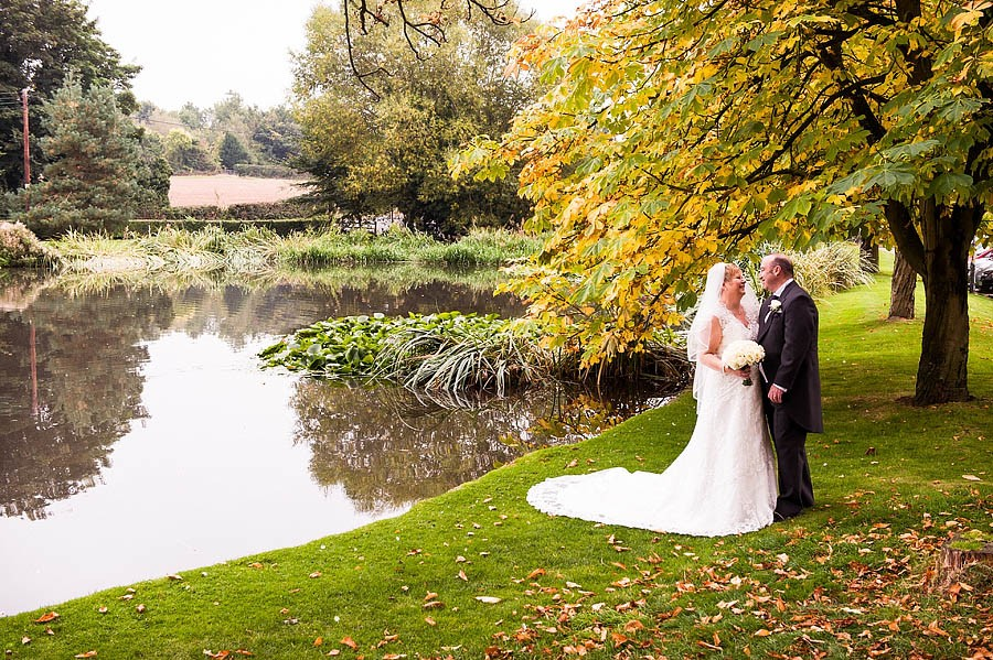 moat-house-acton-trussell-wedding-photographs005-recommended-wedding-photographers