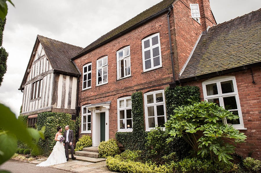 moat-house-acton-trussell-wedding-photographs013-recommended-wedding-photographers