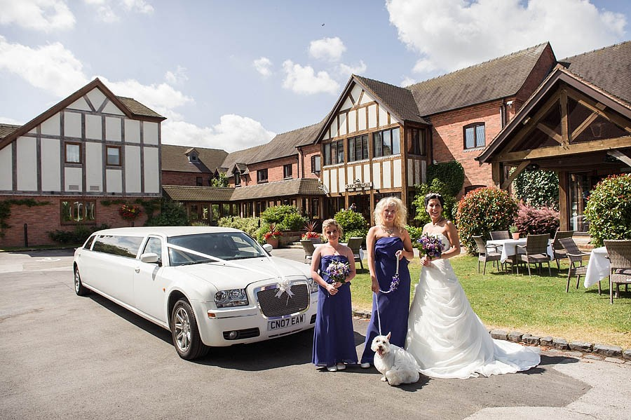 moat-house-acton-trussell-wedding-photographs018-recommended-wedding-photographers
