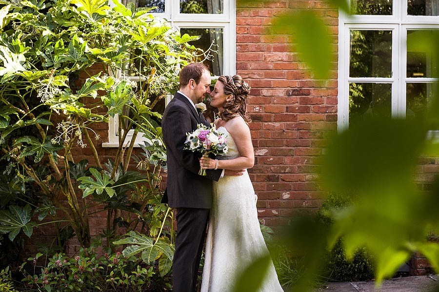 moat-house-acton-trussell-wedding-photographs022-recommended-wedding-photographers
