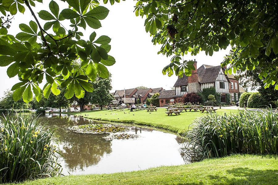 moat-house-acton-trussell-wedding-photographs030-recommended-wedding-photographers
