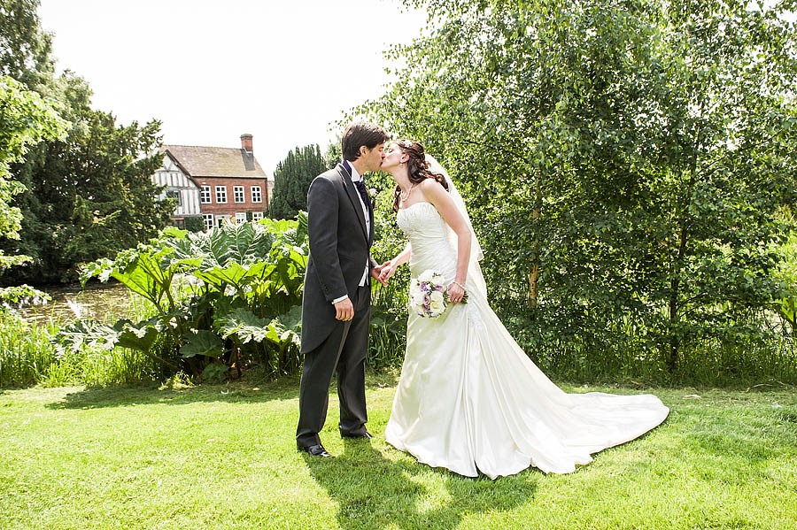 moat-house-acton-trussell-wedding-photographs042-recommended-wedding-photographers