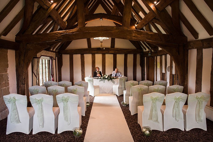 moat-house-acton-trussell-wedding-photographs050-recommended-wedding-photographers