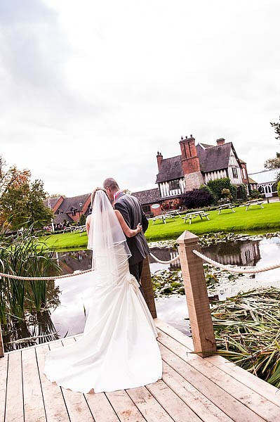 moat-house-acton-trussell-wedding-photographs080-recommended-wedding-photographers