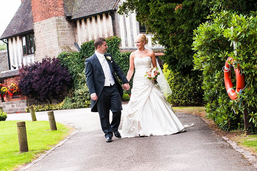 moat-house-acton-trussell-wedding-photographs093-recommended-wedding-photographers
