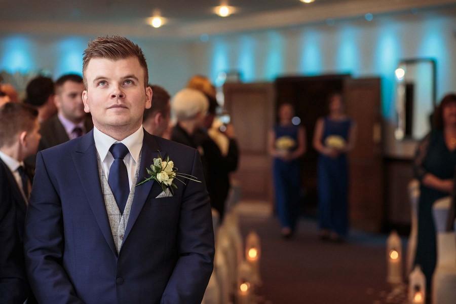 010-candid-photographs-show-emotion-wedding-day