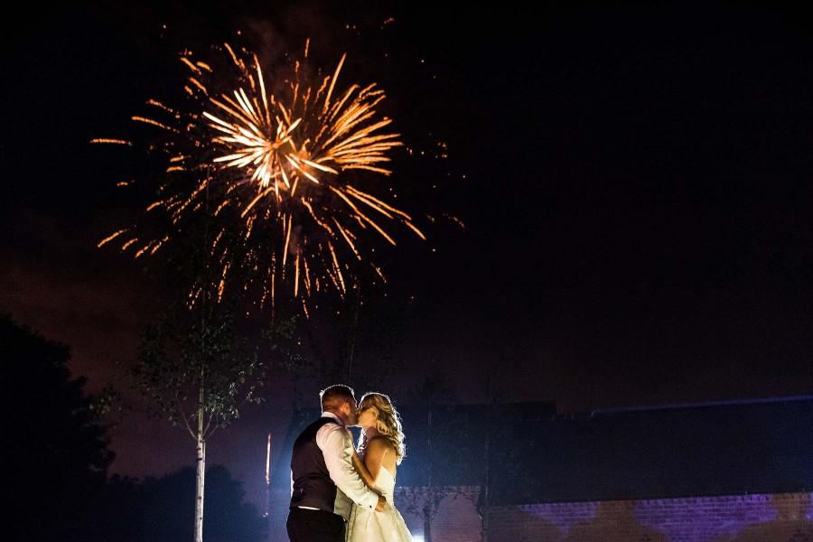030-beautiful-creative-fireworks-photographs-alrewas-hayes