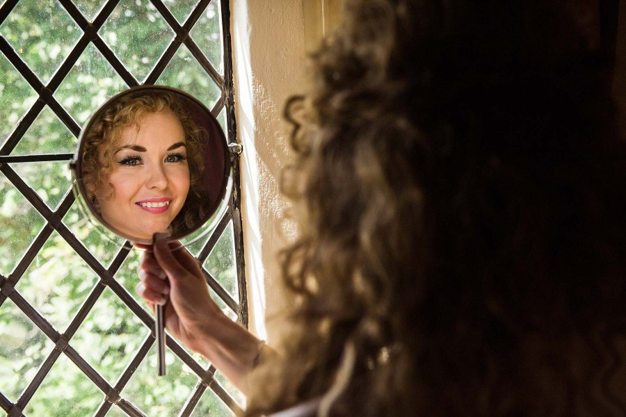 031-bridal-portrait-morning-preparations