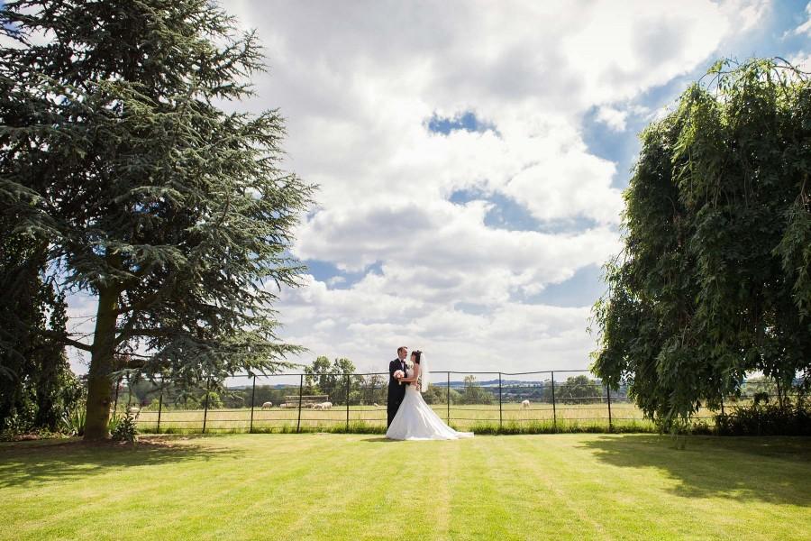 055-creative-wedding-photographs-mythe-barn-atherstone