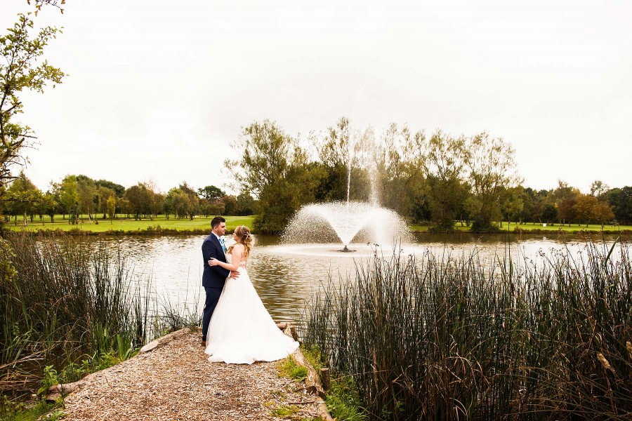 068-creative-autumn-wedding-photographs-calderfields