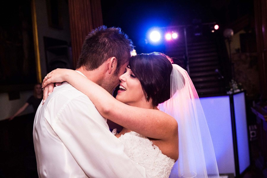 076-intimate-capture-first-dance
