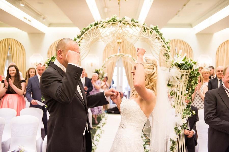 088-beautiful-reaction-wedding-ceremony