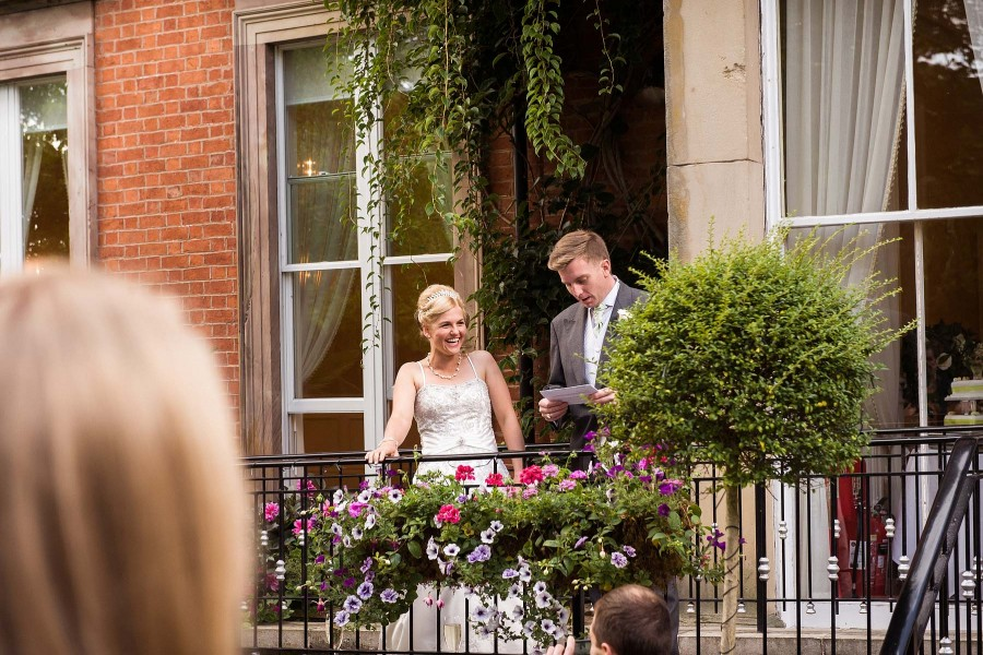 144-outdoor-speeches-staffordshire-summer-wedding