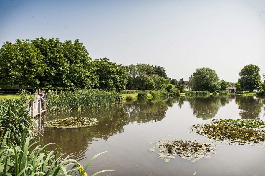 147-moathouse-lake-wedding-photographs